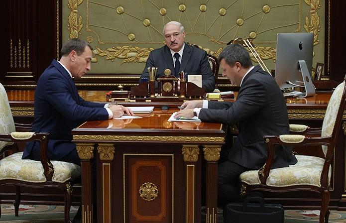 Лукашенко принял с докладом первого вице-премьера и министра финансов