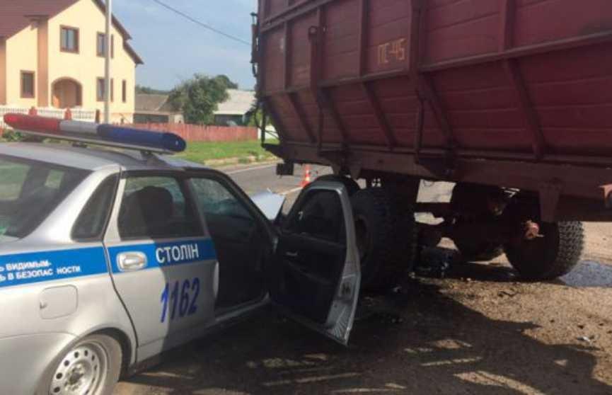 Трактор столкнулся с автомобилем ГАИ в Столинском районе