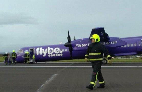 Самолёт приземлился без переднего шасси в Северной Ирландии