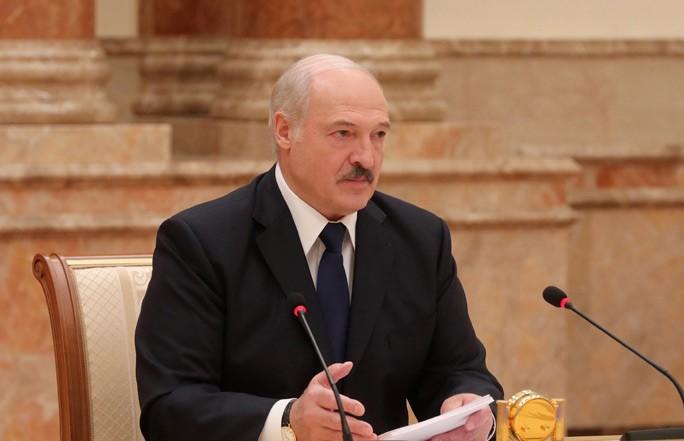 Лукашенко о сборе подписей за выдвижение кандидатов: Эти очереди – малая и большая белорусская карусели