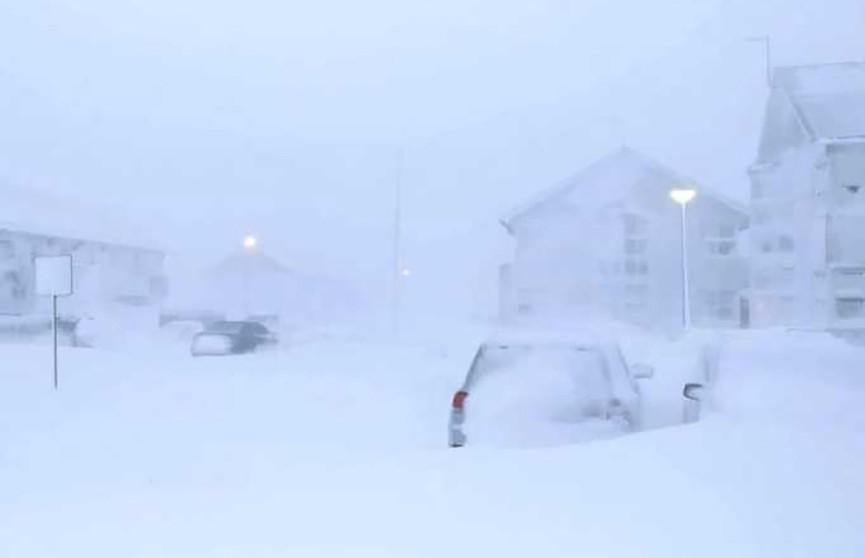Исландию накрыл снежный ураган