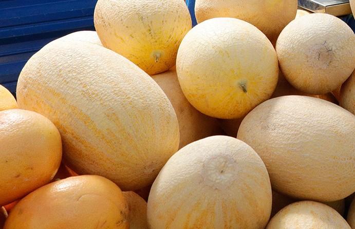 Дыни с превышением нитратов и халву с плесенью обнаружили в торговой сети в Гомельской области