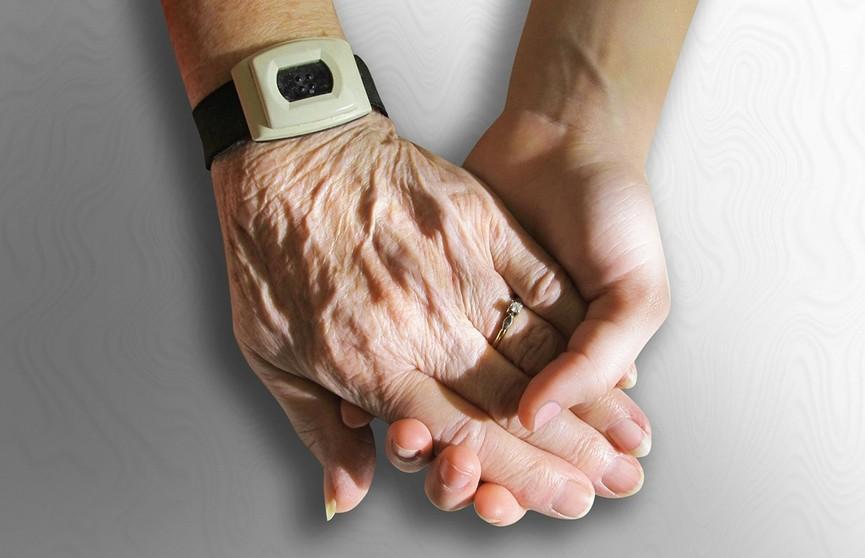 Ученые назвали три этапа старения человека