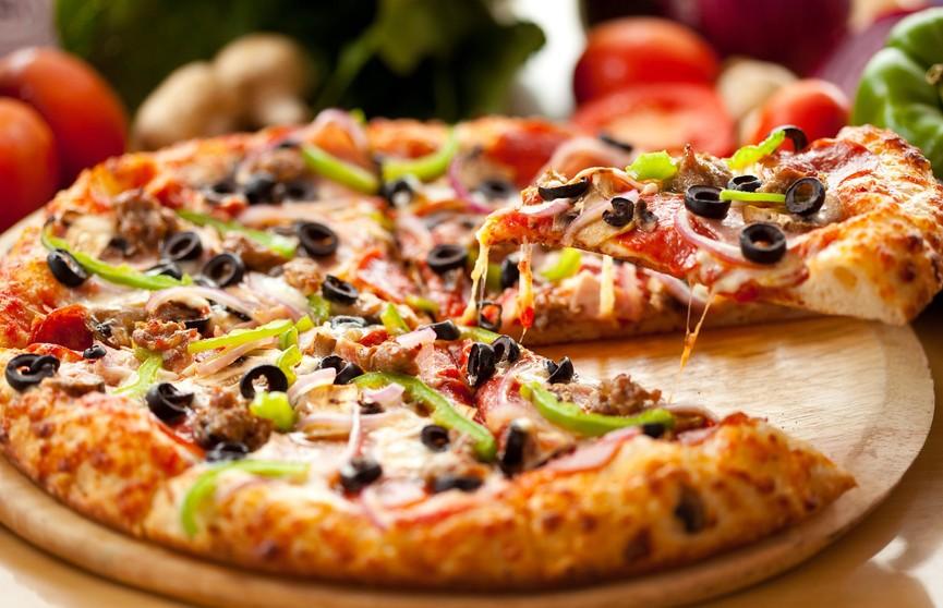 Мужчина захотел достать пиццу из холодильника и остался инвалидом