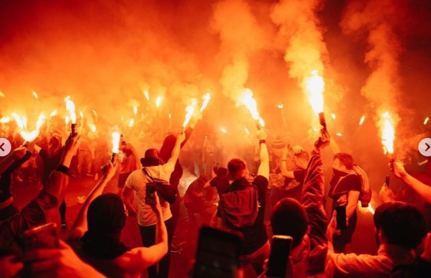 Фанаты Макса Коржа на концерте в Перми устроили пожар и отобрали у спасателей рукав