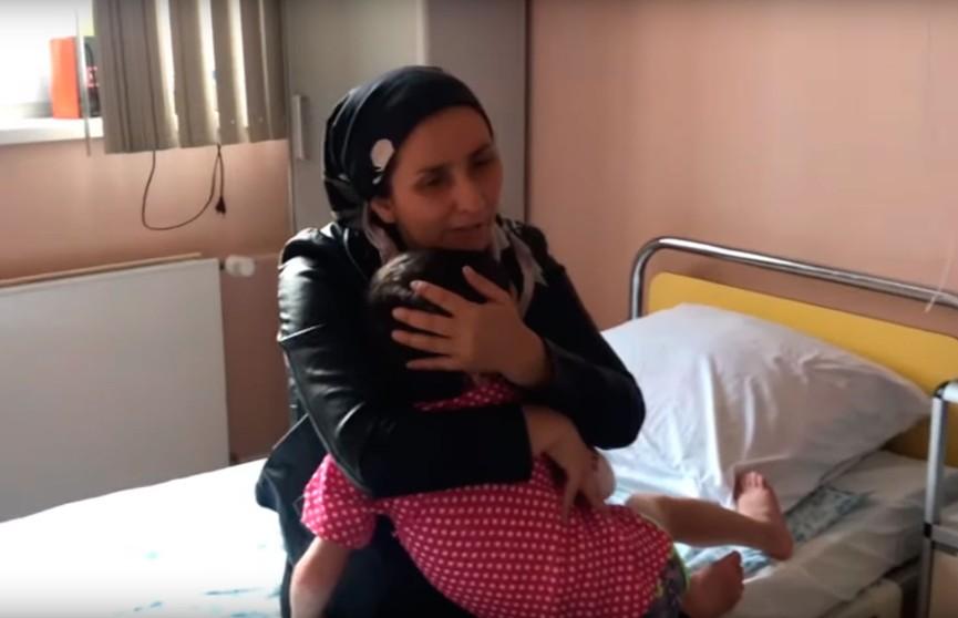 Избитая в Ингушетии девочка встретилась с матерью спустя год после разлуки (ВИДЕО)