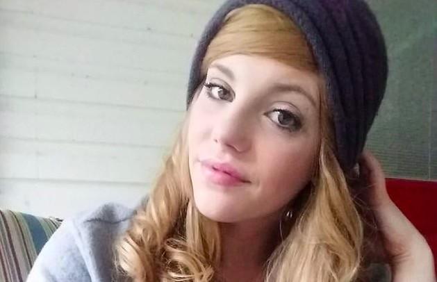 Девушка решила вернуть природный цвет волос, но осталась без них