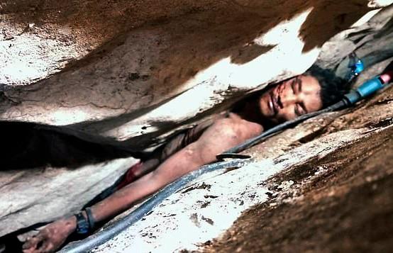 Фермер из Камбоджи четыре дня был придавлен валунами и выжил