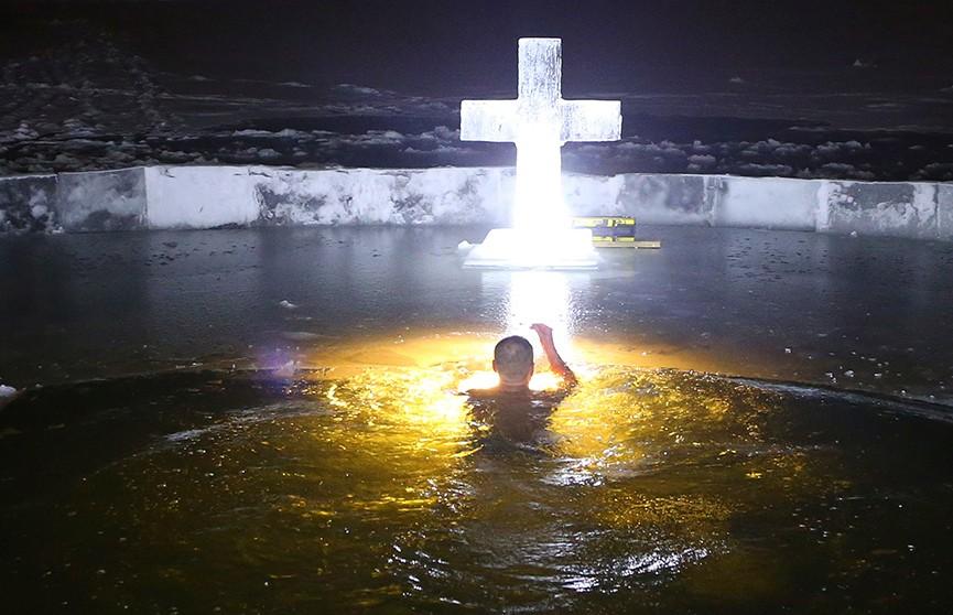 Завтра – в прорубь! Православные готовятся к празднику Крещения