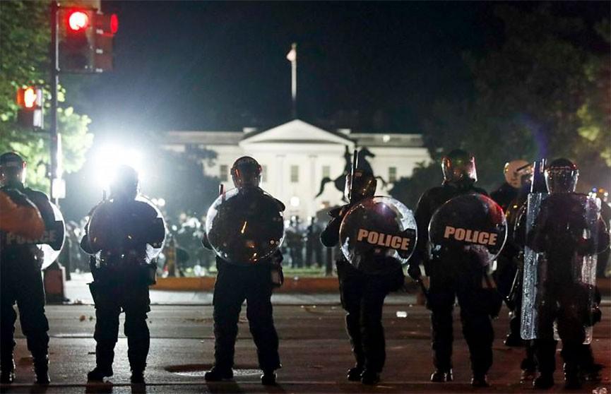 В Вашингтоне из-за массовых беспорядков ввели комендантский час