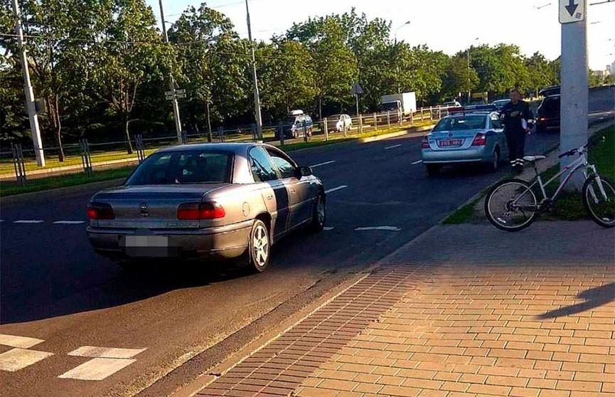 В Минске Opel на переходе сбил подростка на велосипеде