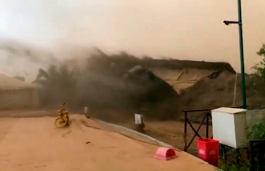 Настоящая стихийная «бомба» обрушилась на Индию: песчаные бури, грозы, дожди