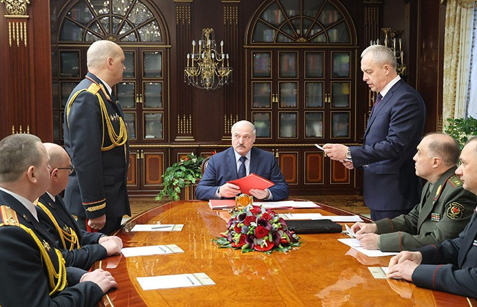 Лукашенко: Церемониться мы не должны, не себя же защищаем, а миллионы белорусов