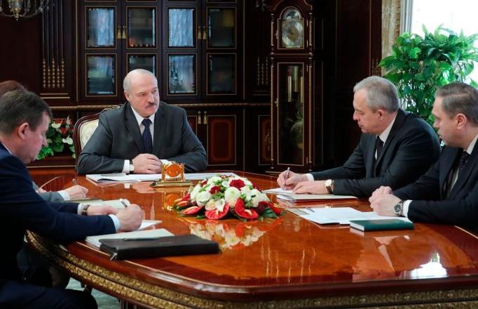 Лукашенко призвал людей в больницах не опускать руки даже при положительном тесте на коронавирус
