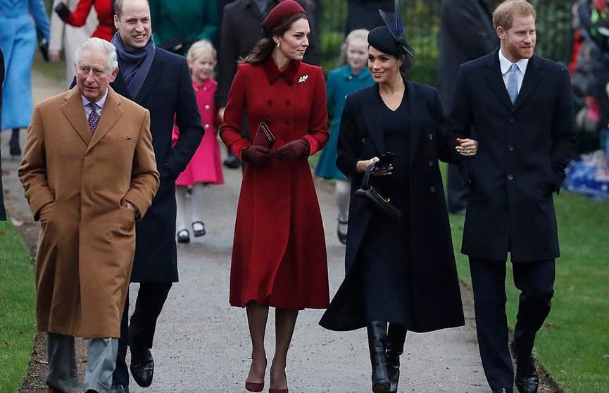 Лучшие подруги. Кейт Миддлтон и Меган Маркл посетили праздничную службу по случаю Рождества