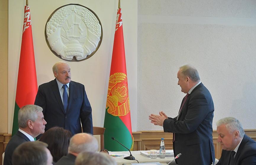 Лукашенко: Время экспериментов закончено. Подробности совещания по вопросам АПК Витебской области