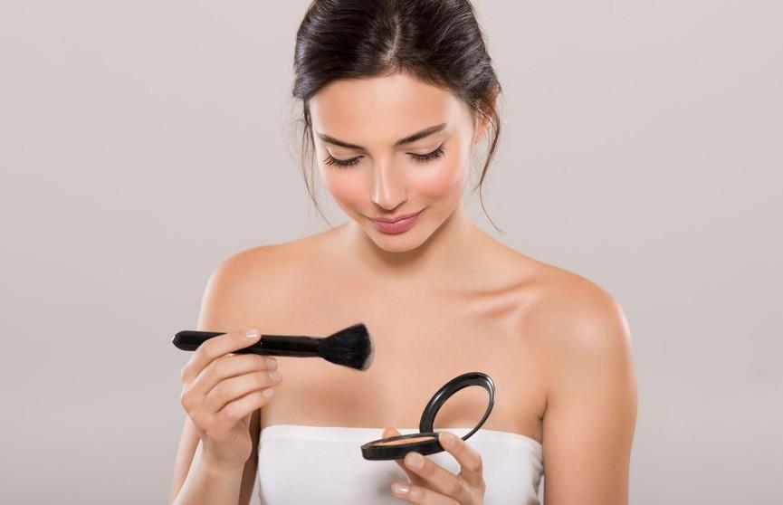 6 способов, как превратить косметику в «яд» для лица