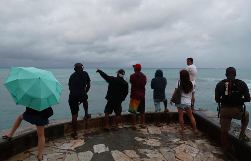 Гавайи приходят в себя после мощного урагана