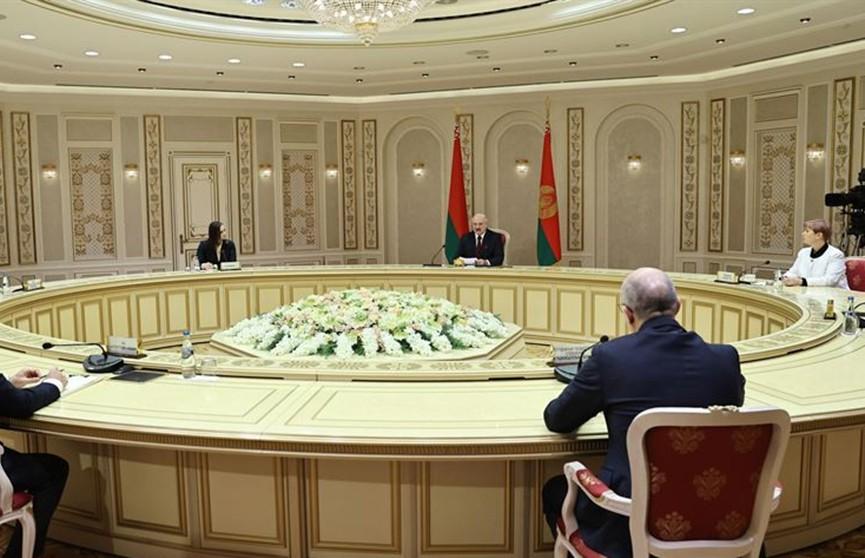 «Попытка переделить мир – мы оказались в эпицентре». Лукашенко дал большое интервью белорусским и зарубежным СМИ. О чем спрашивали Президента?