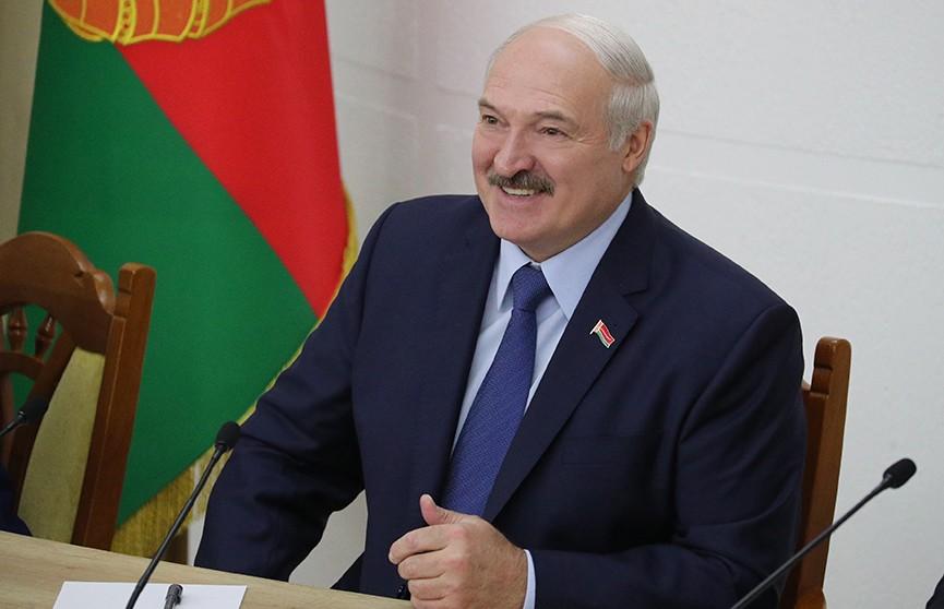 Лукашенко об эффектной службе протокола: «Идут мои красавицы – все забыли про документы, рот раскрыли и смотрят»