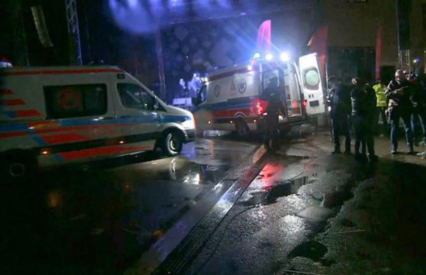 Мэра Гданьска ударили ножом на концерте (Видео)