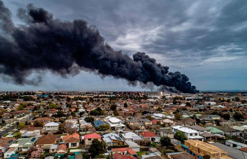 Крупный пожар в Мельбурне: горит завод по производству химических реагентов
