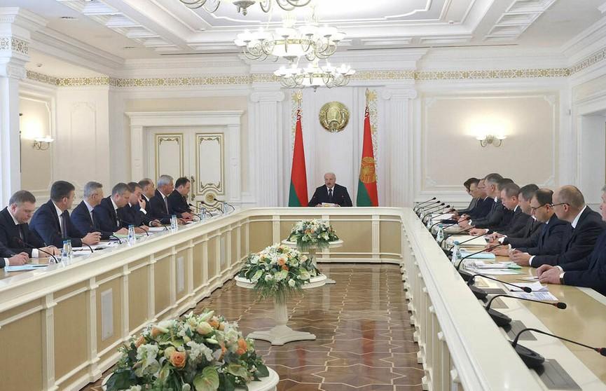 Александр Лукашенко провел совещание с Советом Министров