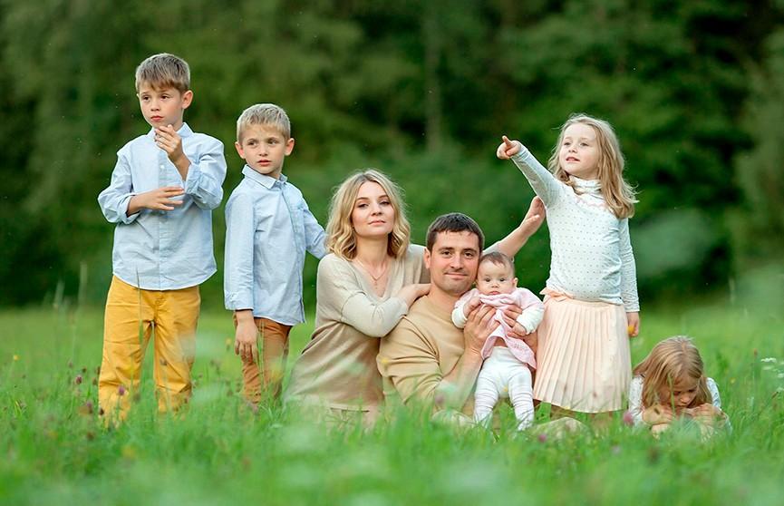 Лукашенко продлил срок действия программы семейного капитала до конца 2024 года