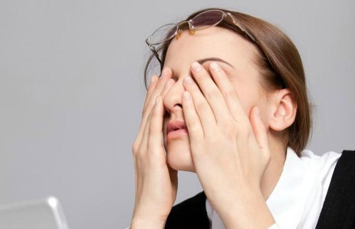 Как отучить себя трогать лицо. Пять действенных советов