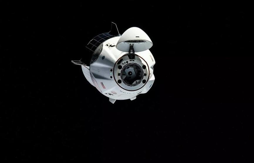 Crew Dragon Илона Маска с первым в истории полностью гражданским экипажем вернулся на Землю