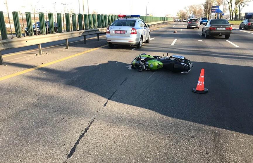 ДТП на МКАД: три машины столкнулись из-за упавшего мотоциклиста