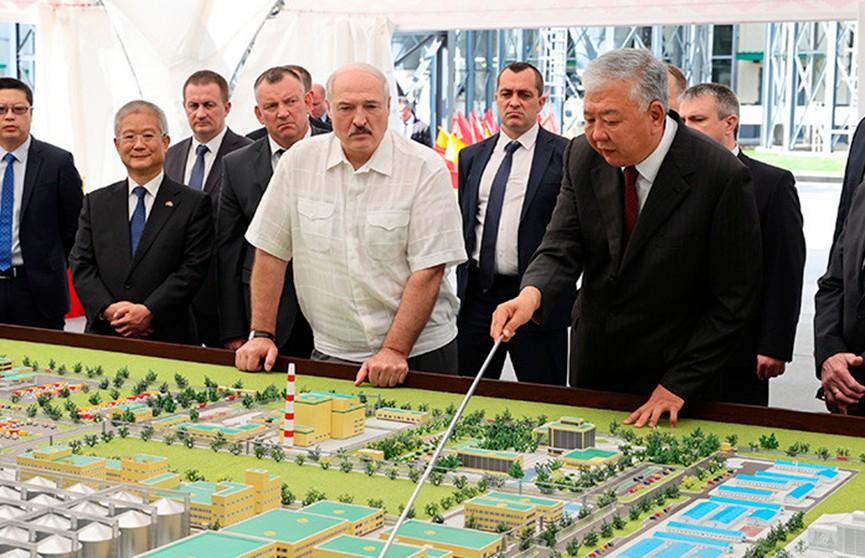 Лукашенко во время посещения БНБК: политика одна должна быть – люди