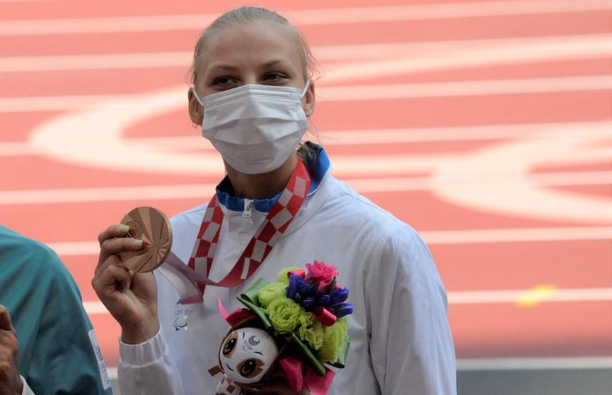 Белорусская легкоатлетка Елизавета Петренко выиграла бронзу Паралимпиады в Токио. Лукашенко поздравил спортсменку