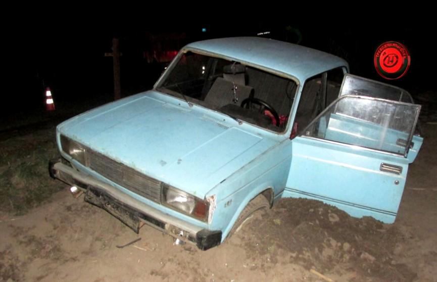 ДТП в Брагинском районе: автомобиль снёс забор и въехал в чужой огород