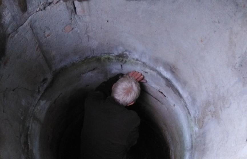 Пенсионер сутки просидел в колодце. Помогли выбраться спасатели
