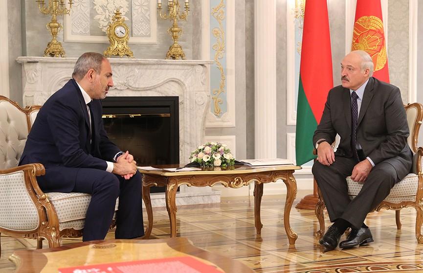 Лукашенко рассказал о проблемах ЕАЭС на встрече с Пашиняном