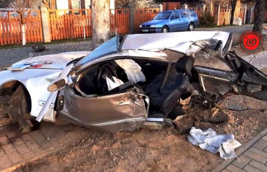 Жуткая авария в Могилёве: автомобиль разорвало на части, пассажиров выбросило из салона