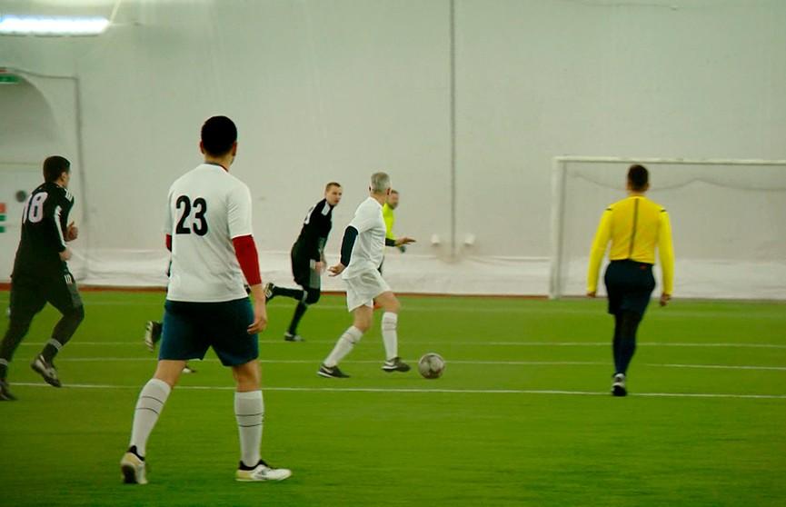 Необычный футбольный матч собрал дипломатов разных стран