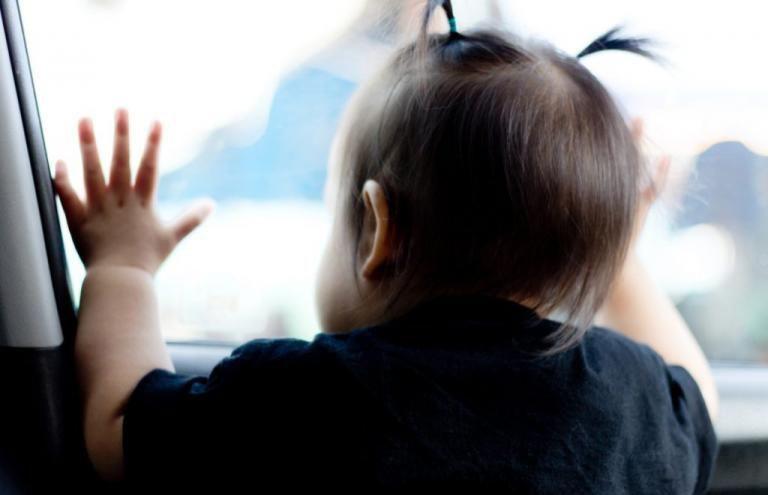 2-летняя девочка чуть не задушила собственную маму в автомобиле в Брестском районе