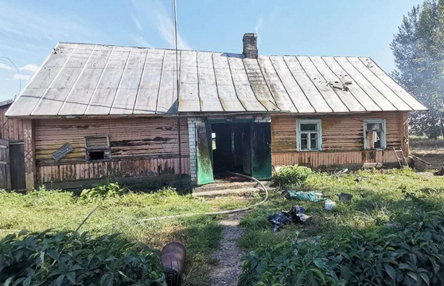 В Вороновском районе пенсионер пытался сам потушить дом