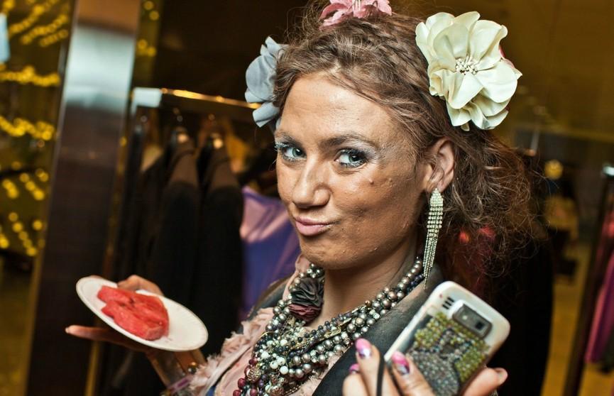 И смешно, и плакать хочется: 10 фото «сногсшибательных» королев гламура