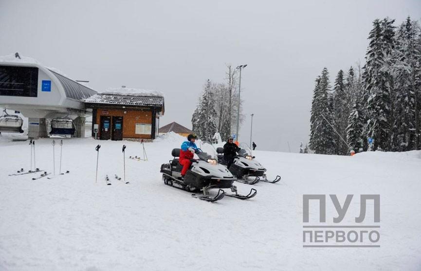 Фотофакт: Лукашенко и Путин катаются на лыжах и на снегоходах