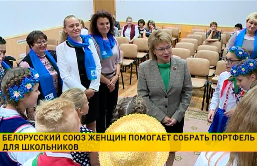 Белорусский союз женщин в преддверии Дня знаний дарит подарки детям из сельских школ