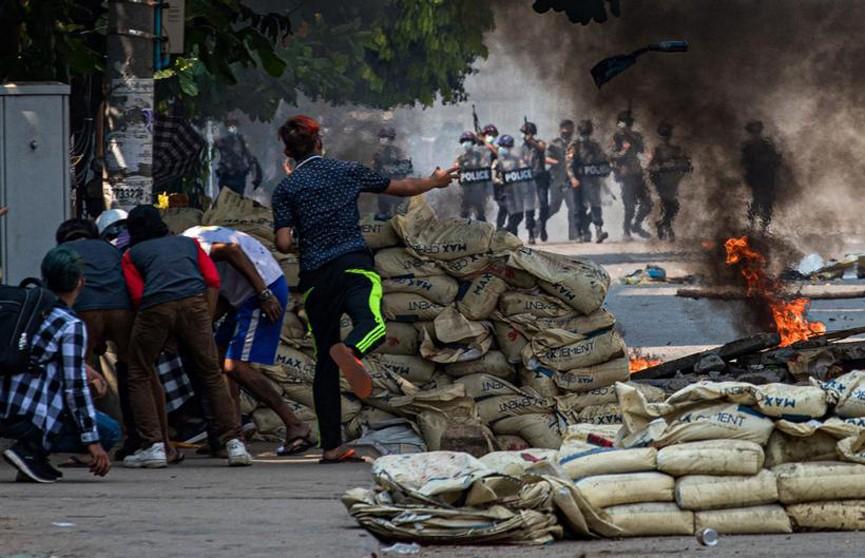 За сутки в ходе столкновений в Мьянме погибли 83 человека