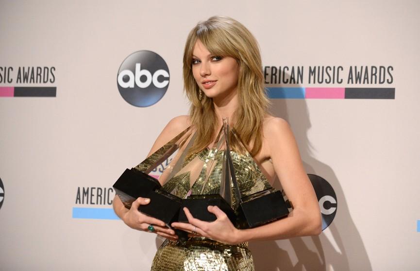 American Music Awards назвала лучшего исполнителя десятилетия.