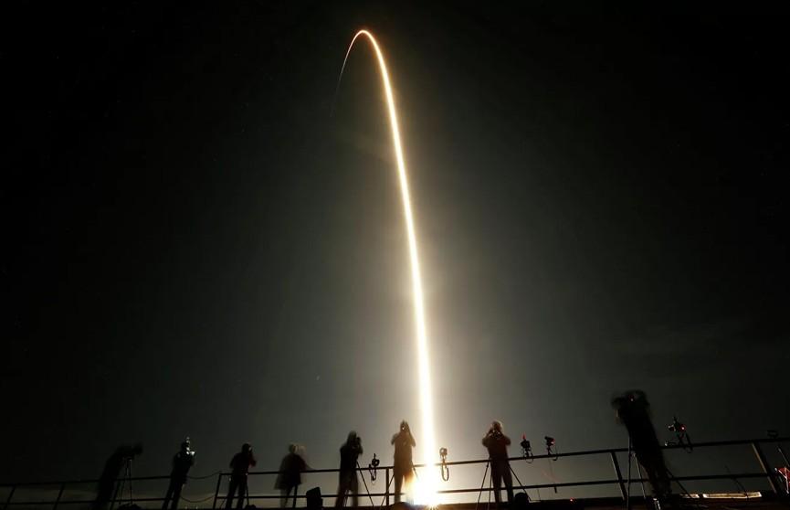 Во Флориде стартовала ракета Falcon 9 с грузовым кораблем Dragon