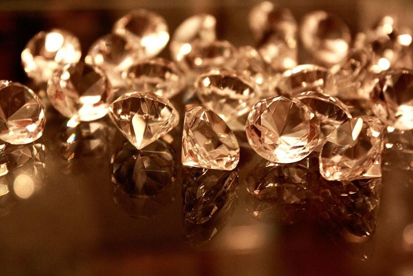 80-летний москвич отдал мешок драгоценных камней за $2 млн из «банка приколов»