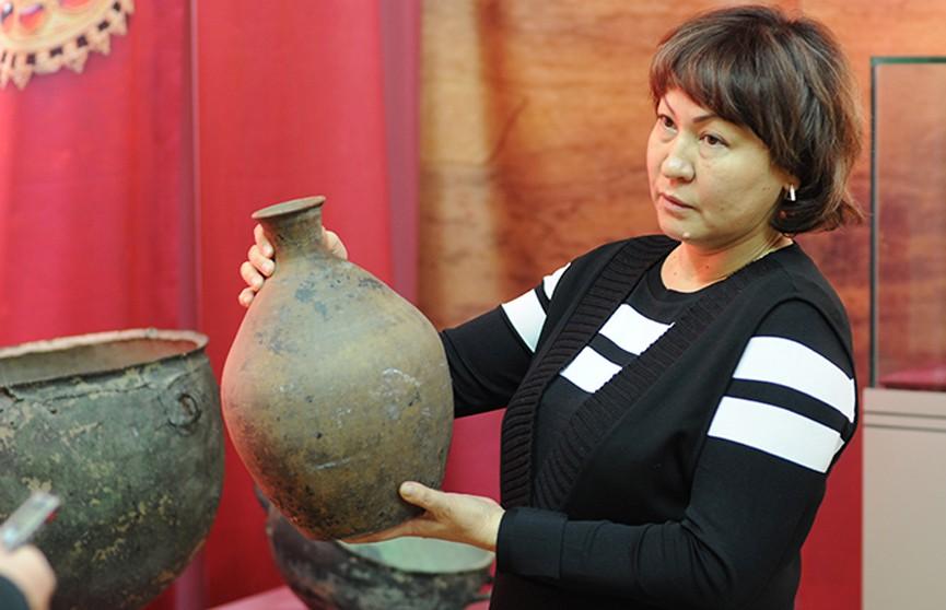 Житель Казахстана нашёл на огороде средневековый кувшин