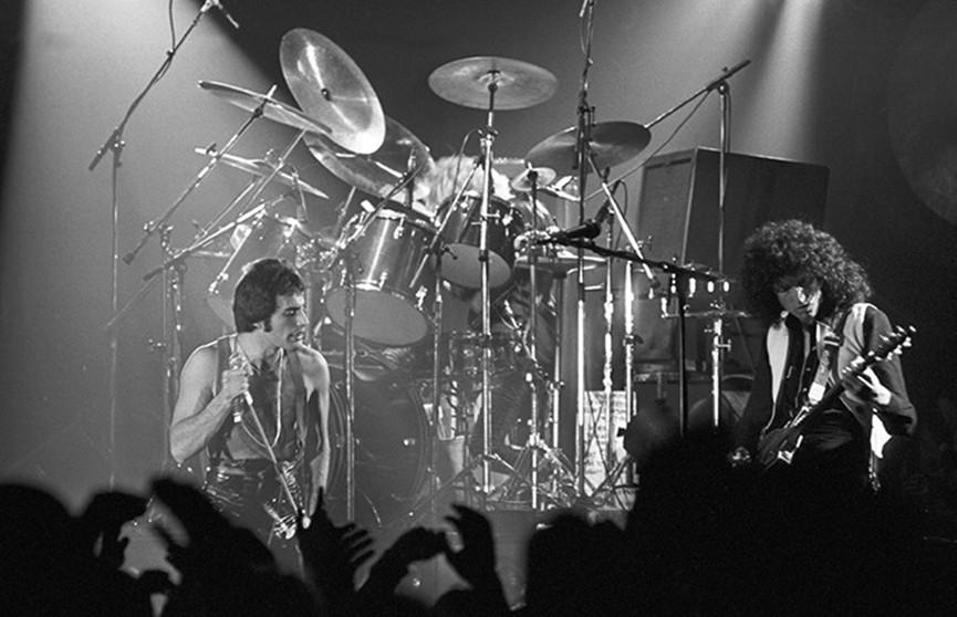Скончался бас-гитарист Queen