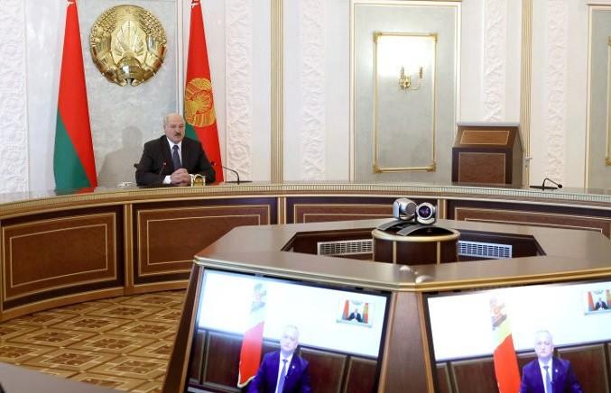 Александр Лукашенко заявил о готовности организовать саммит ЕАЭС в любом формате, но сам выступает за очную встречу